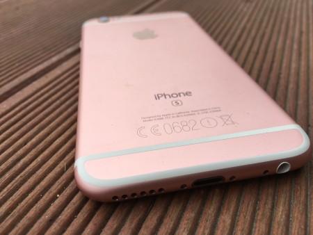 Růžově zlatý iPhone 6s