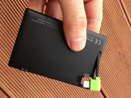 Rubová strana záložní baterie