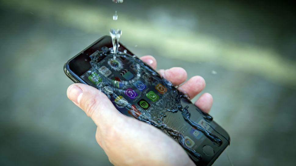 iPhone 7 pod vodou