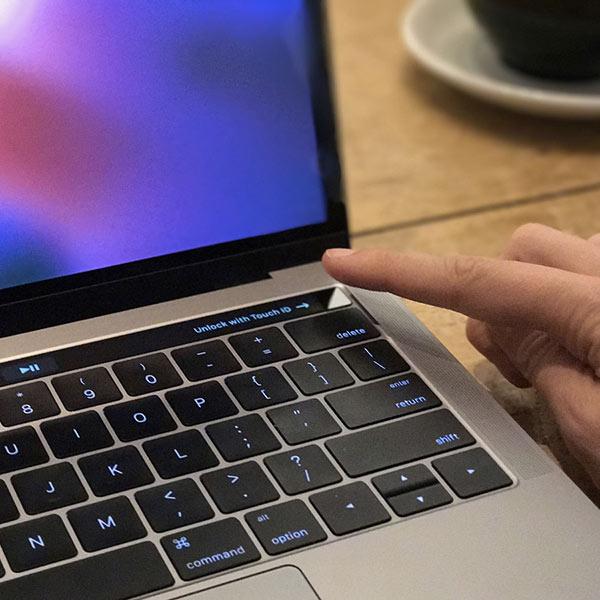 Odemykání MacBooku Pro Touch Bar, MacBook Pro 2017