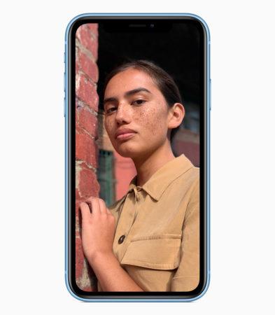 iPhone XR portrait blue 09122018 393x450 - iPhone XR je nejprodávanější v USA. Jako fakt?