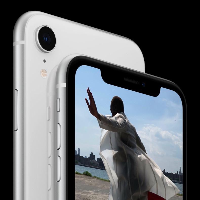www.iphonefoto.cziPhone XR double back Whi 3fb765985f76484957d261f7a15ad6f0148019d1 - Apple Music zdolalo další milník, Raper Drake má miliardu přehrání svého alba Views