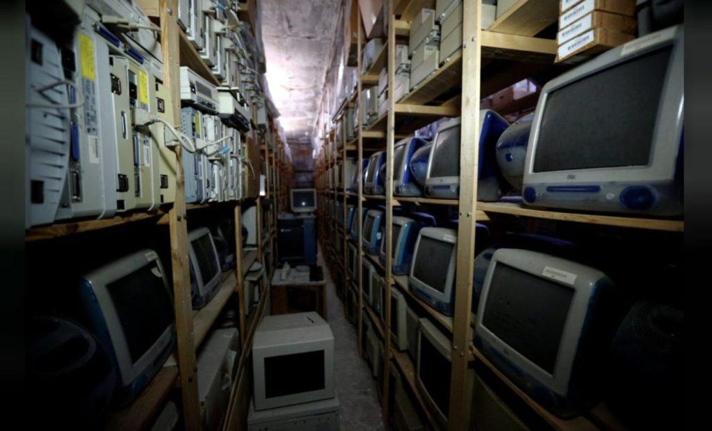Současné skladiště s Apple počítači