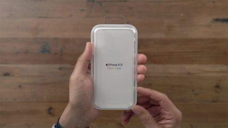 iPhone XR Clear Case Unboxing Hand 450x253 - iPhone XR Clear Case první video dojmy ze zahraničí