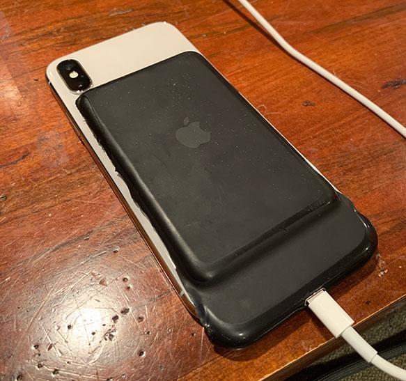 Po domácku upravený Smart Battery Case od Toma z Redditu