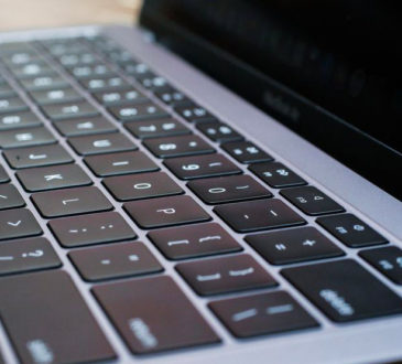 MacBook Air 2018 klávesnice