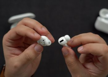 Samsung Galaxy Buds+ vs AirPods Pro