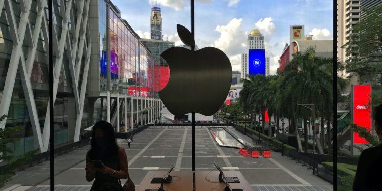 applebangkokapplelogo 750x375 - Podívejte se dovnitř nového Apple Store v Bangkoku