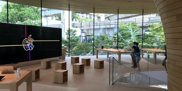 applebangkokforumarea 750x375 - Podívejte se dovnitř nového Apple Store v Bangkoku