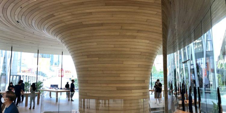applebangkoksecondfloor 750x375 - Podívejte se dovnitř nového Apple Store v Bangkoku